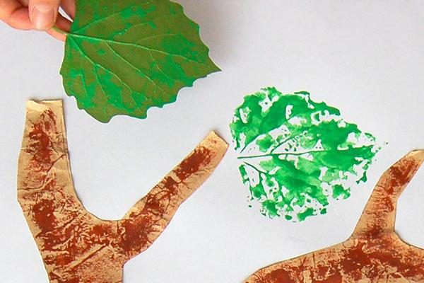 Leaf Prints Tree | Kids' Crafts | Fun Craft Ideas